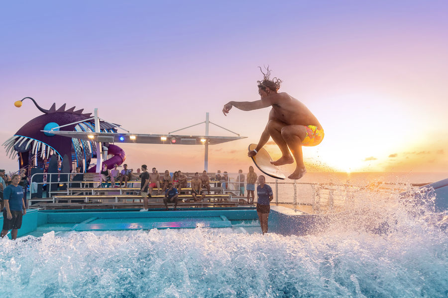 FlowRider, um dos destaques da Classe Oasis da Royal Caribbean
