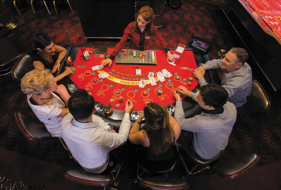 Casino Royale, um dos destaques da Classe Radiance da Royal Caribbean