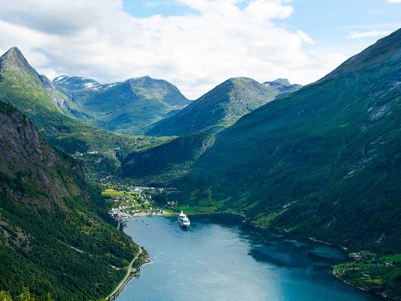 A natureza de Nærøyfjord